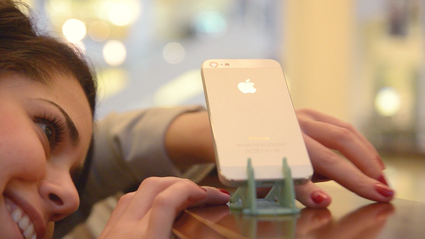 Pocket Tripod: 360° wallet-sized iPhone stand